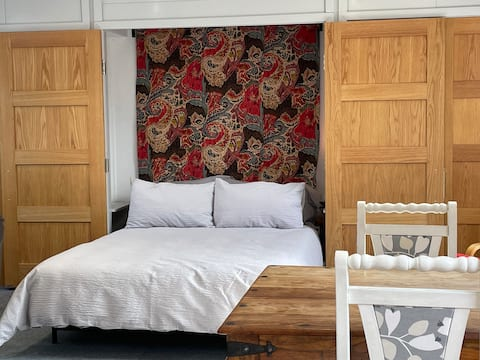 Appletrees Studio, Spacious & Comfy stay for two