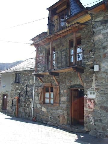 Preciosa casita de pueblo en la comarca del Bierzo - Igüeña - Dom