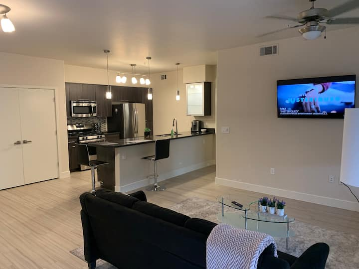 Quiet, modern unit in upscale part of Scottsdale