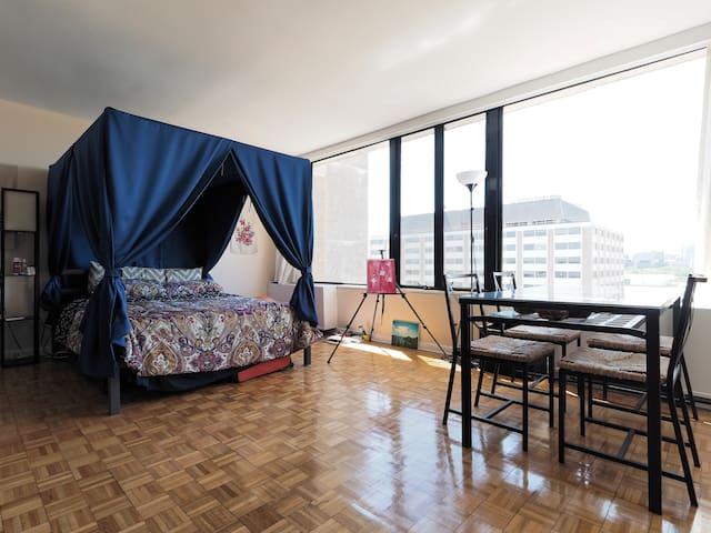 Top Floor Studio Overlooking River - Washington - Departamento