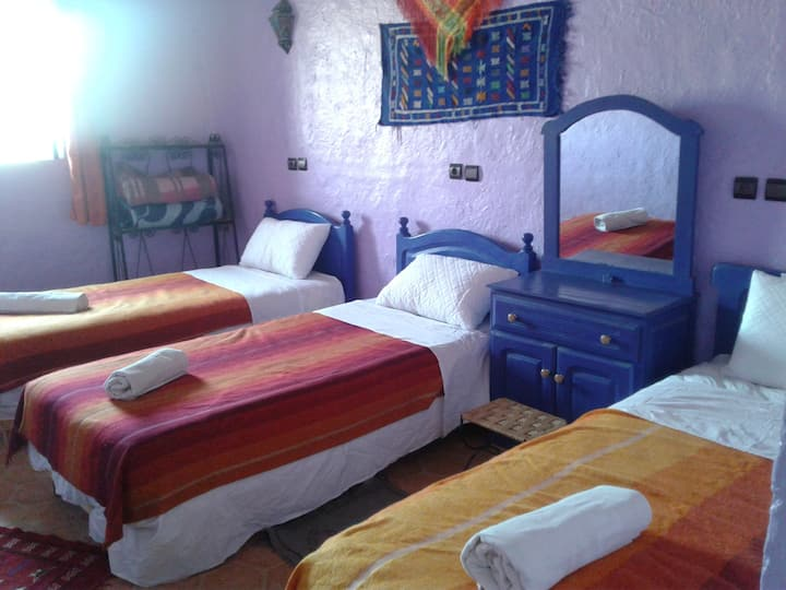 Room with 3 beds in Merzouga Camp