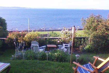 Peaceful Room, Garden and Sea Views - Edinburgh