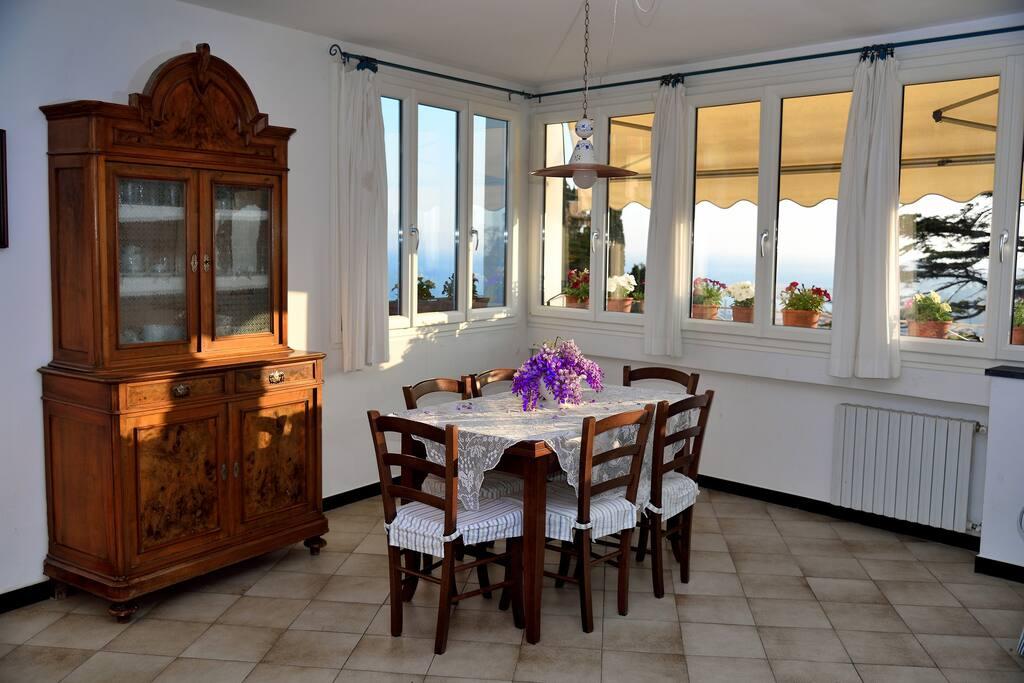 Sala da pranzo von vista mare