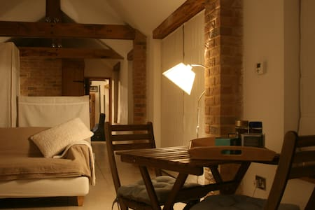 Appletree Cottage - Studio Barn - Barton Mills