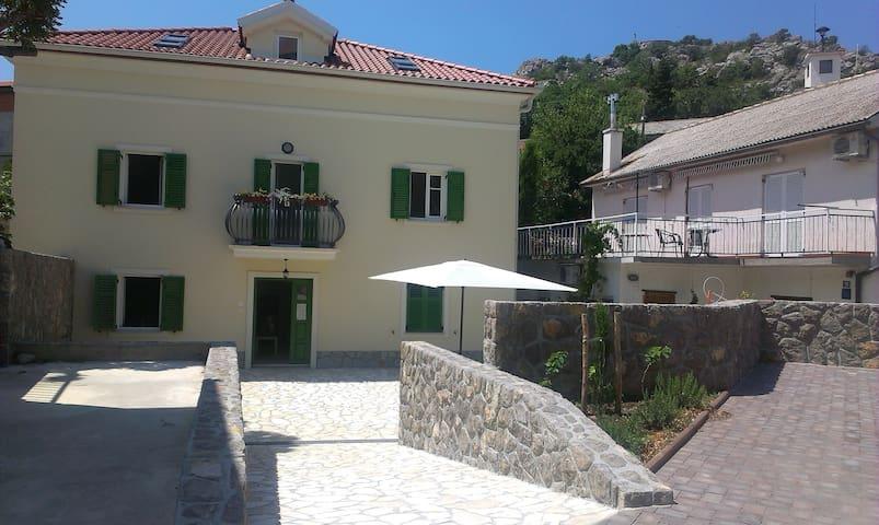 APARTMANI BARBINA KAŠTELINA Terrace - Sveti Juraj - Huoneisto
