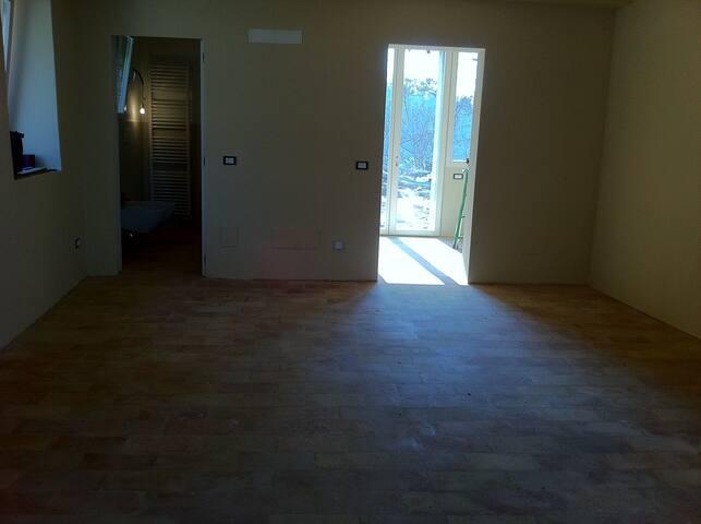 Il piano sotto pavimento in tavelle levigate.