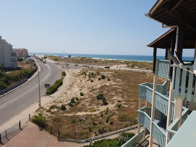 2-4 people flat + Sea and forest view terrace