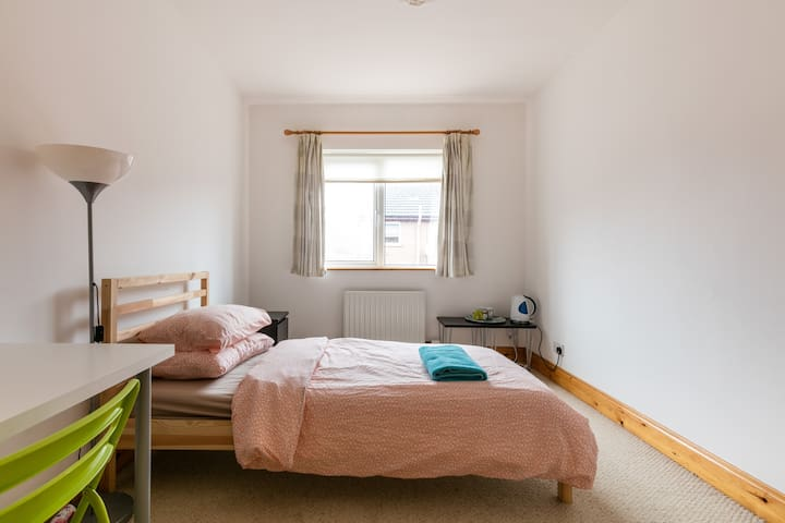 Large bright bedroom - Belfast