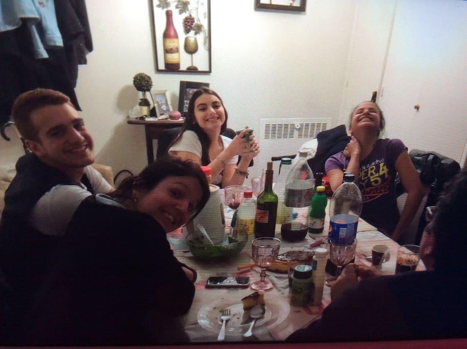 Mi familia ...nos gusta mucho comer juntos