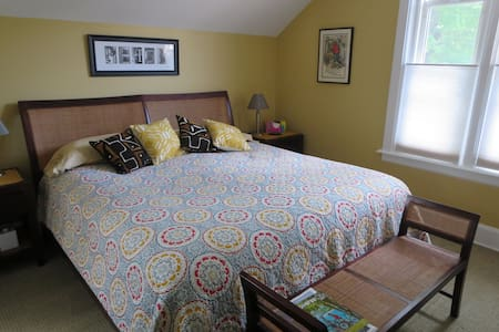Private Suite in Traverse City - Bed & Breakfast
