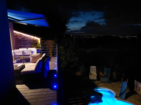 Villa avec vue dégagée, piscine, clim, domotisée