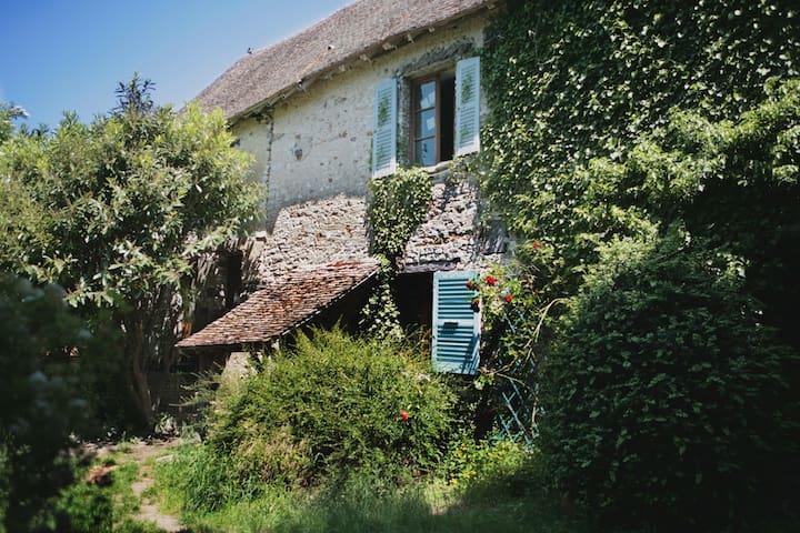 Authentique maison du 16e siècle - La Chaussée-d'Ivry - Casa
