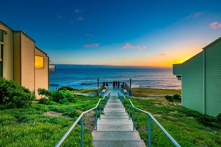 20% OFF SEP - Beautiful Sea Bluff Escape, Beachfront, Ocean Views + Pool