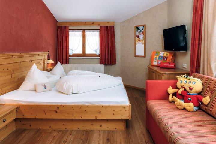 Kinderhotel Laderhof  Burg Suite I