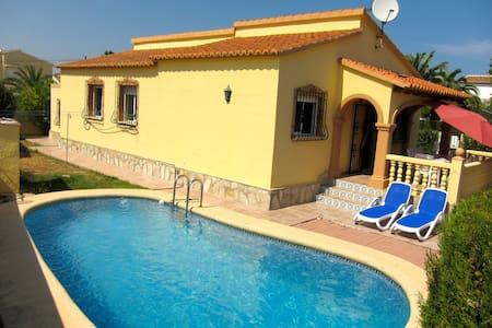 wunderschönes Eckhaus mit Pool - Alicante