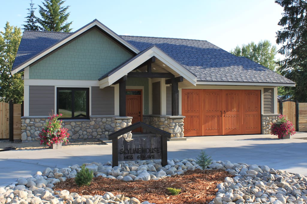 Street view of your home in the mountains... Natural stonework with circular driveway and plenty of parking for trucks and trailers in side lot.