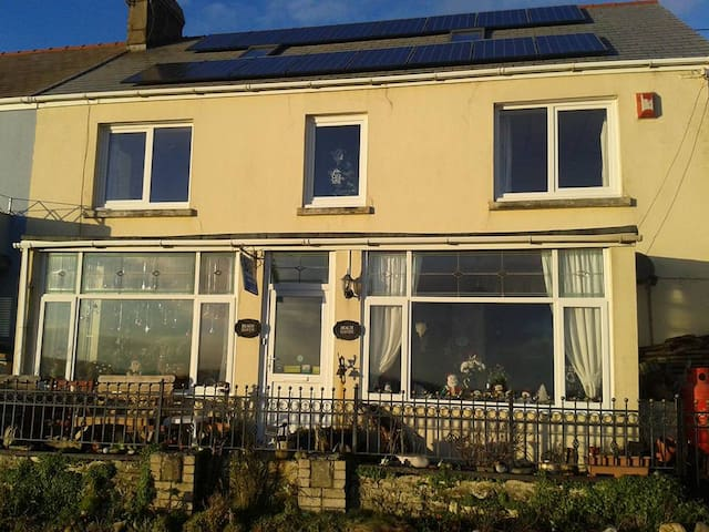 Gower view, Beach Haven, Amroth seafront,SA67 8NG