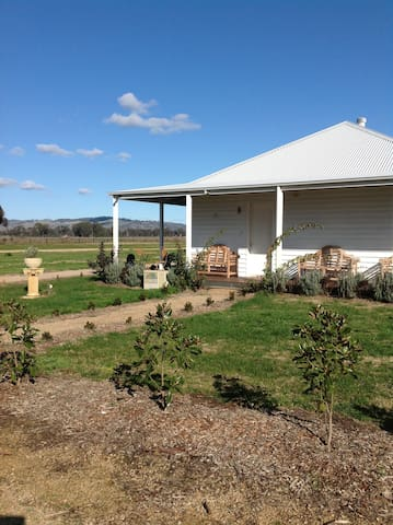BALMATTUM PARK FARM COTTAGE - Euroa - House