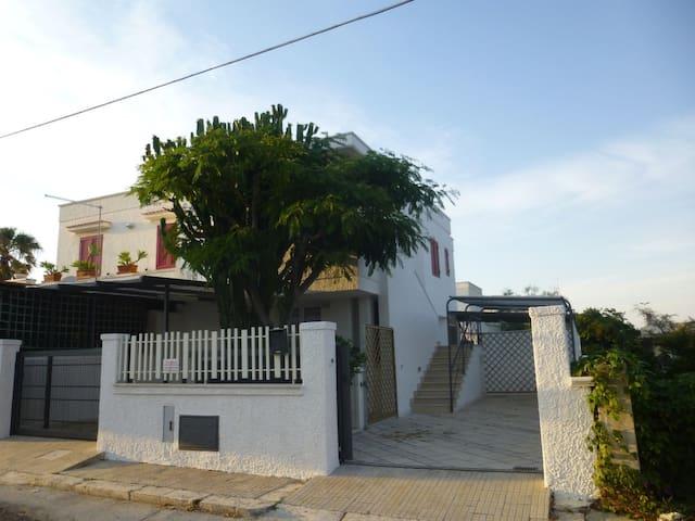 Villa a 50 metri (veri) dal mare di Puglia