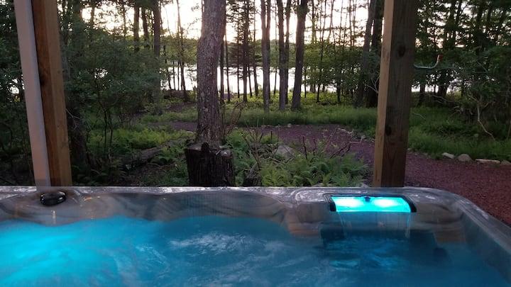 5 Bdrm 3 Bath Lakefront w/Hot Tub near Camelback