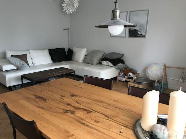 Schöne Altbauwohnung mit Eigenheim Standard