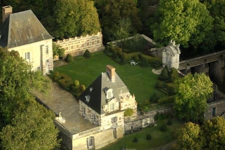 Château de Sorel  75 km Paris Ouest - Sorel-Moussel - Slott