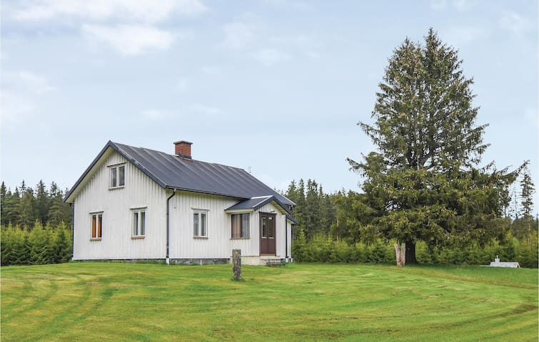 Holiday cottage with 2 bedrooms on 69m² in Sjötofta