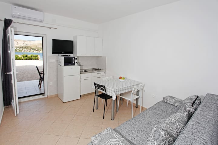 Apartment Martina 2 by the sea (5m)