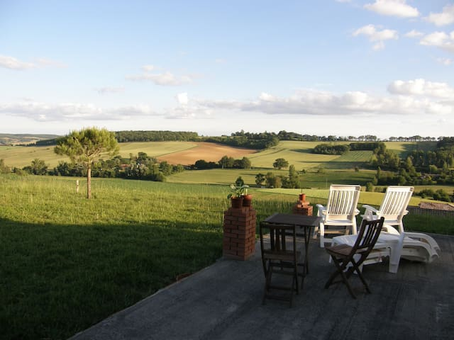 Countryside house & stunning views - Le Castéra - House