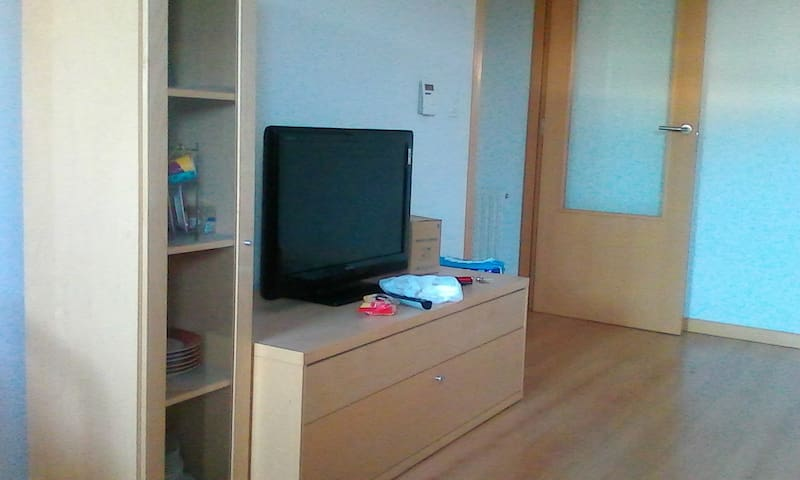 Habitación con derecho a cocina y baño. - Zizur Mayor - Daire
