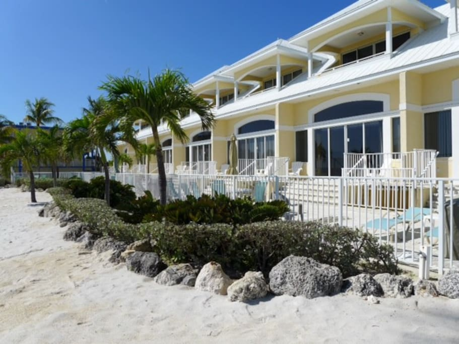 key colony beach singles dating site This is a beautiful new 4 bedroom, 3 bath home in fablulous key colony beach the sleeping arrangements are 3 king bedrooms,1 bedroom with twins and a sleeper sofa in the living room.
