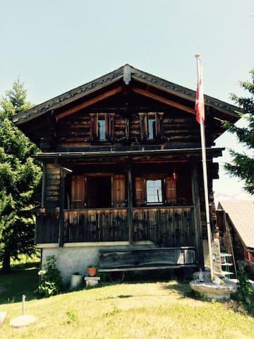 Horuhitta - Mund - House