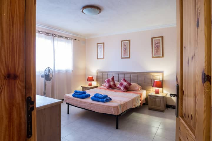 Villa Desiderata 2 bedroom sleep 4-6, WiFi; A/C