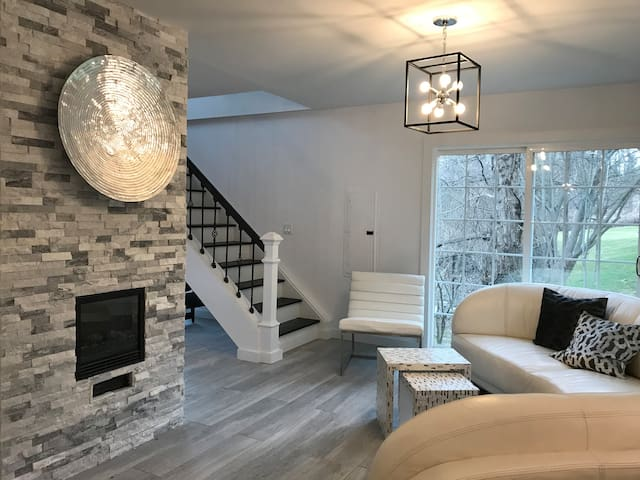BEAUTIFUL GUEST HOUSE IN OLD BROOKVILLE, NY