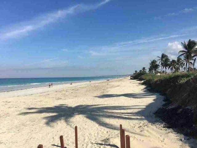 1st Floor 2 bedroom Beach Home 100 mts from Ocean