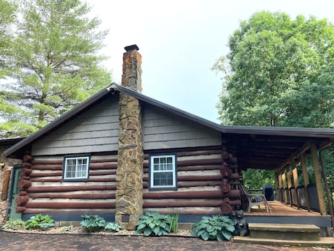 Secluded Log Cabin Near State Parks/Hocking Hills