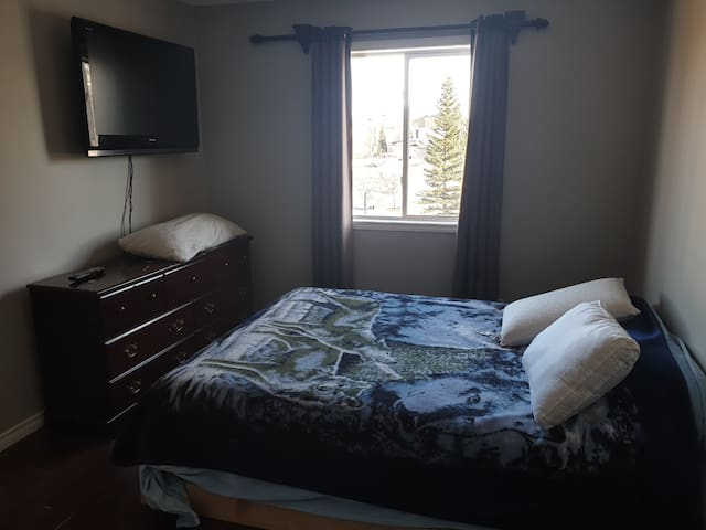 less expensive, fully furn. bedroom, house share,