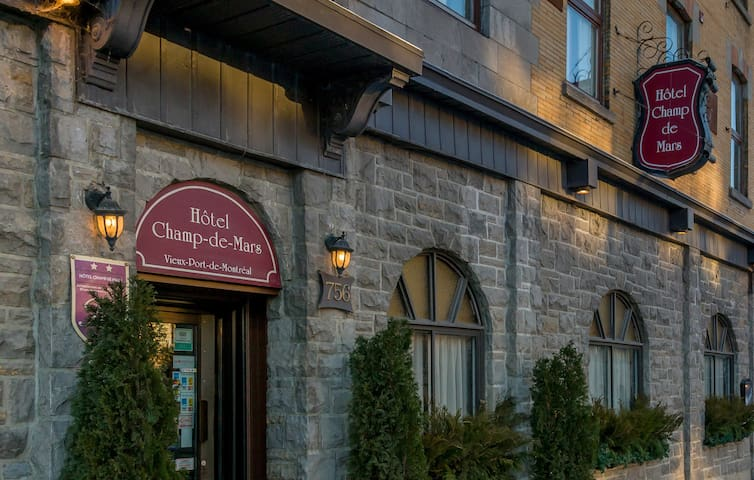 Old Montreal Warm and Cozy Hotel - Montreal - Bed & Breakfast