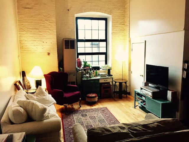 Room in Bushwick loft 1 block from L Train! - Brooklyn - Loft