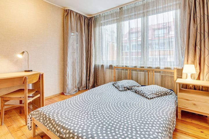 CHEAP DOUBLE ROOM next to station (SELF CHECK-IN)