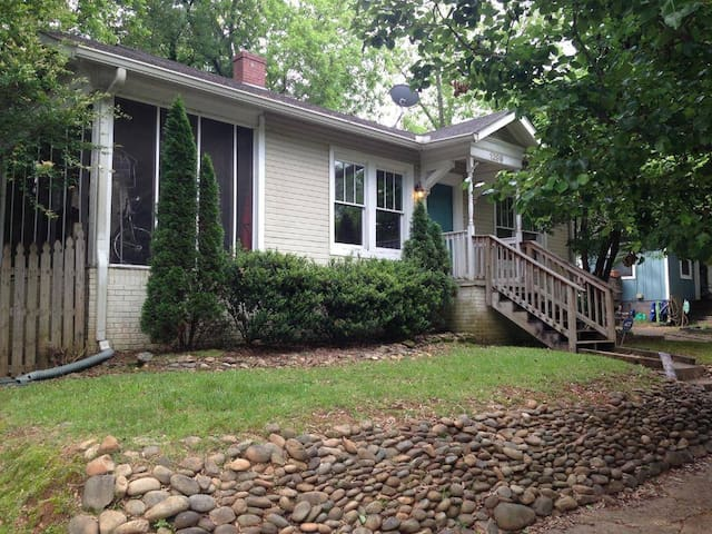 Charming EAV Bungalow near I-20 and downtown