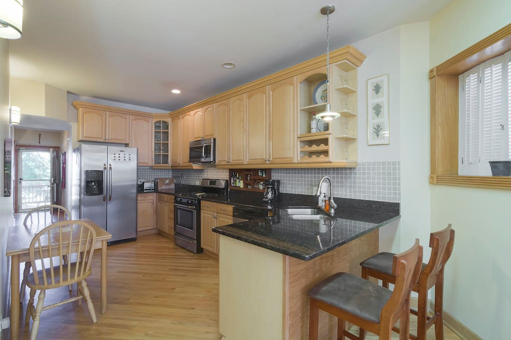spacious 2 bedroom in roscoe village with garage appartamenti in
