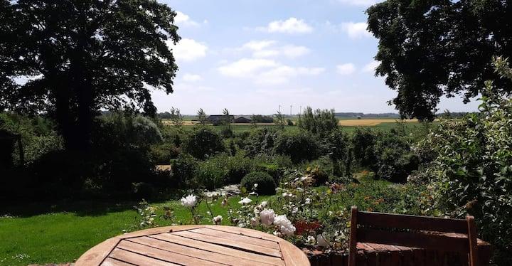Lejlighed på landet med unik udsigt over fin park.