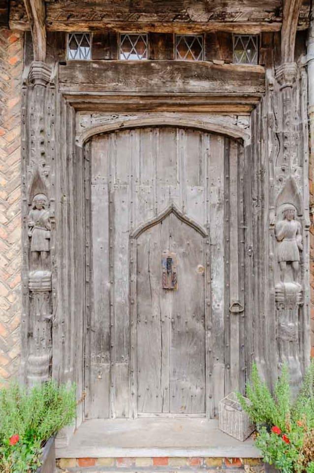 Дом, где родился Гарри Поттер, можно взять в аренду на Airbnb (фото 1)