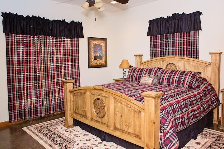"""The Jersey Giant"" Room at Durham's Roost B&B"