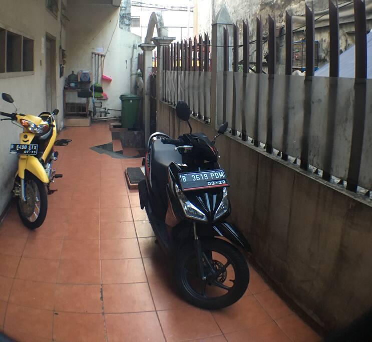 Parkir motor / parking lot