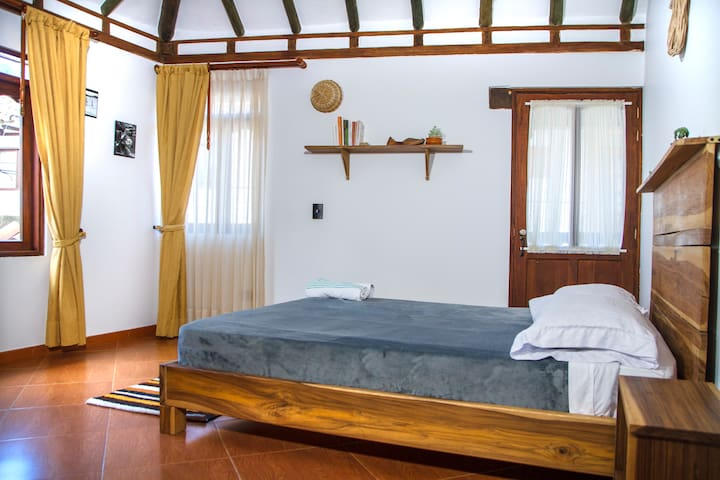 NIBIRU HOSTEL - Habitación doble baño privado 1