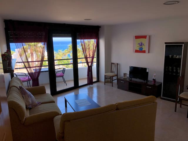 Apartamento luminoso frente al mar