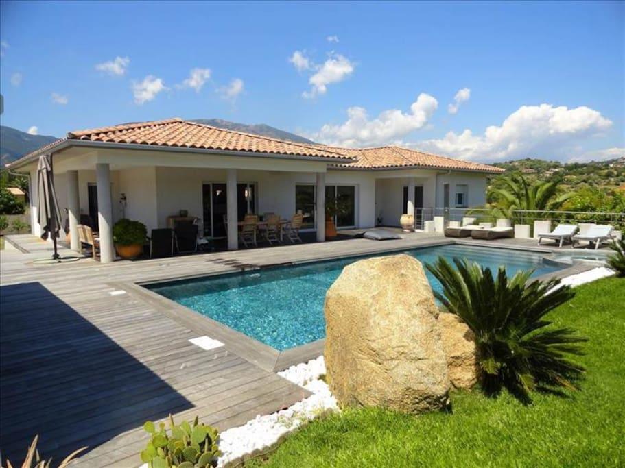Villa luxueuse 10 min ajaccio porticcio maisons louer for Ajaccio location maison
