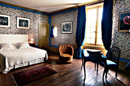 La chambre de Ragotin - Richelieu - Bed & Breakfast